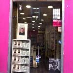 Escaparate de la librería Berkana de Madrid